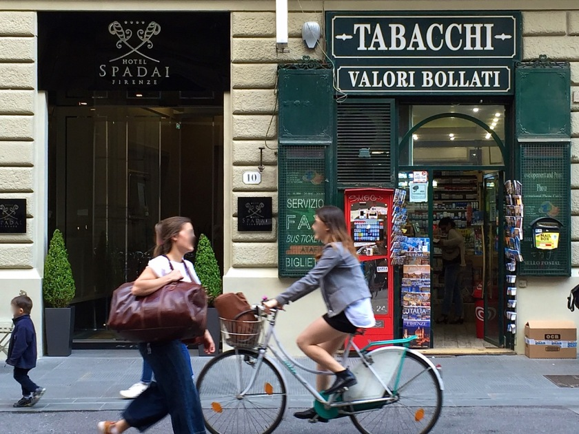 """Das """"Bici"""" ist neben dem Roller das beliebteste Verkehrsmittel im Centro von Florenz (© casowi)"""